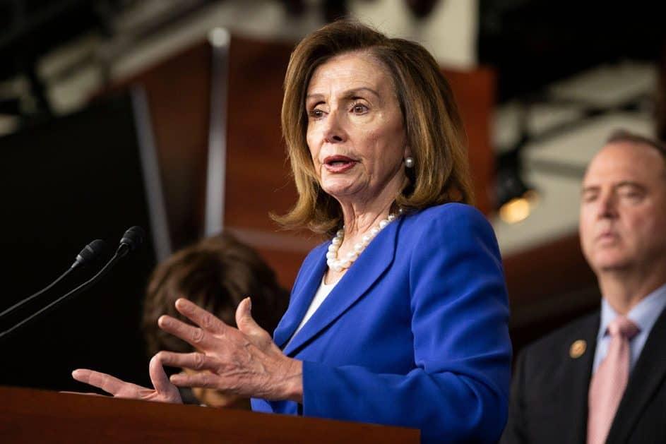 Nancy Pelosi asks salon to apologize for setup