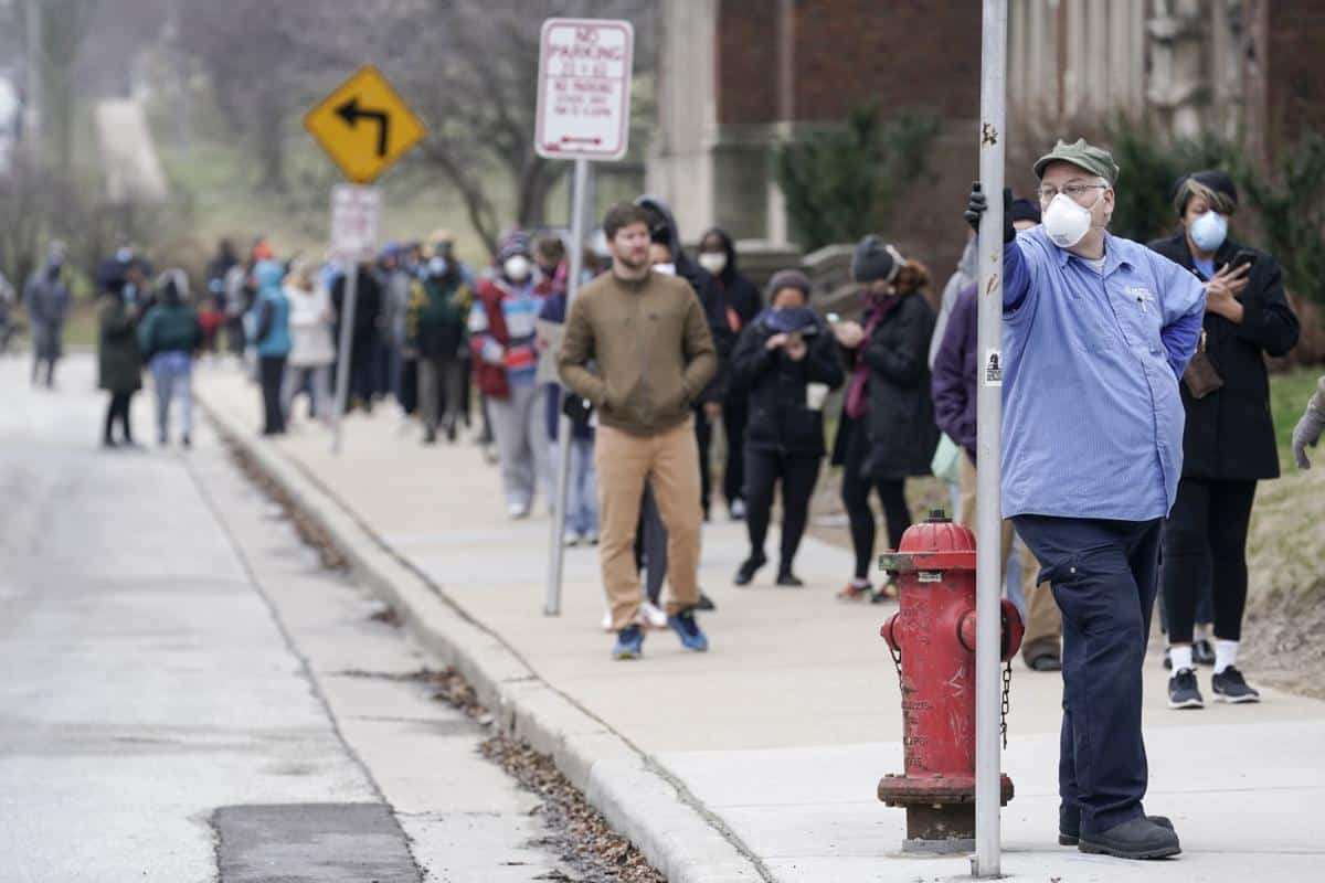 In-person voting in Wisconsin amidst growing COVID cases