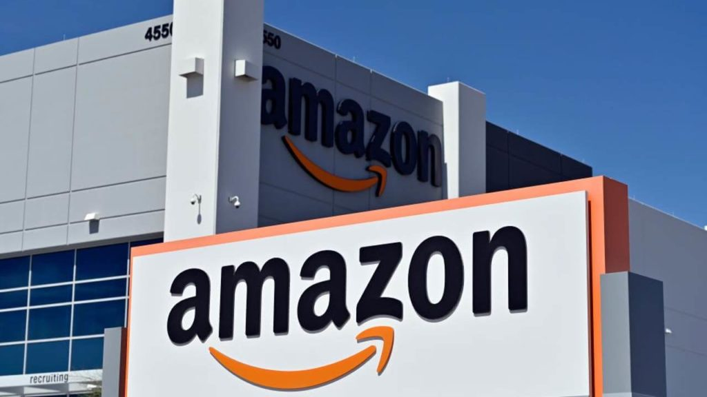 Amazon Makes Masks Compulsory For All Its Warehouse Workers Due To Recent Spike In Coronavirus Cases