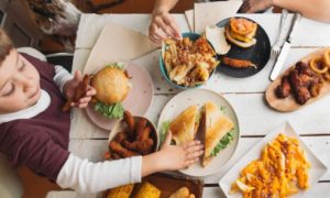 Parents Complain, Their Children Prefer Fast Food During The Pandemic